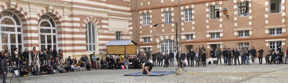 Performance dans la cour de la fondation Bemberg